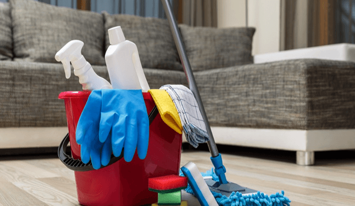 How to Clean the Couch with Baking Soda and Vinegar
