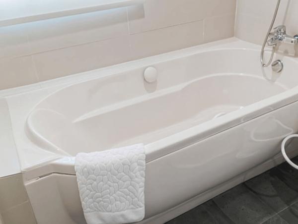 How to Make A Dull Acrylic Bathtub Shine