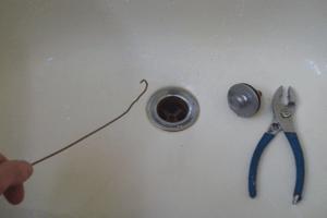 How to Unclog Bathtub Drain Full of Hair