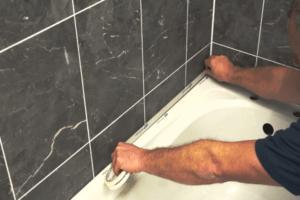 Alternatives to Caulking Around the Bathtub
